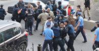 Украинские националисты подрались с полицейскими у генконсульства в Одессе