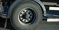 Колесо грузового автомобиля, архивное фото