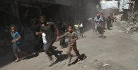 Жители Алеппо сквозь дым и под звуки стрельбы бежали по гуманитарному коридору