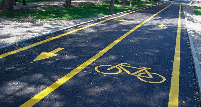 В Бишкеке для любителей велосипедного спорта проложена круговая велодорожка