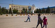 Здания областной администрации в центре города Нарын. Архивное фото