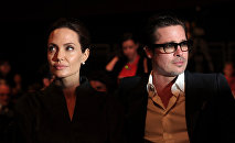 Голливуд жылдызы Бред Питт жана Анджелина Жолинин архивдик сүрөтү