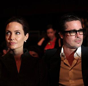 Архивное фото актрисы и специального посланника ООН Анджелины Джоли и американского актера Брэда Питта