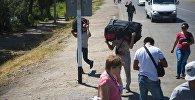 Люди на границе. Архивное фото