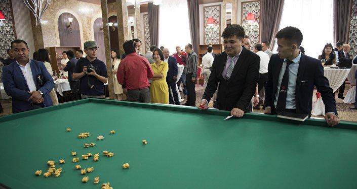 В Бишкеке представили айкур — новую национальную игру в альчики.