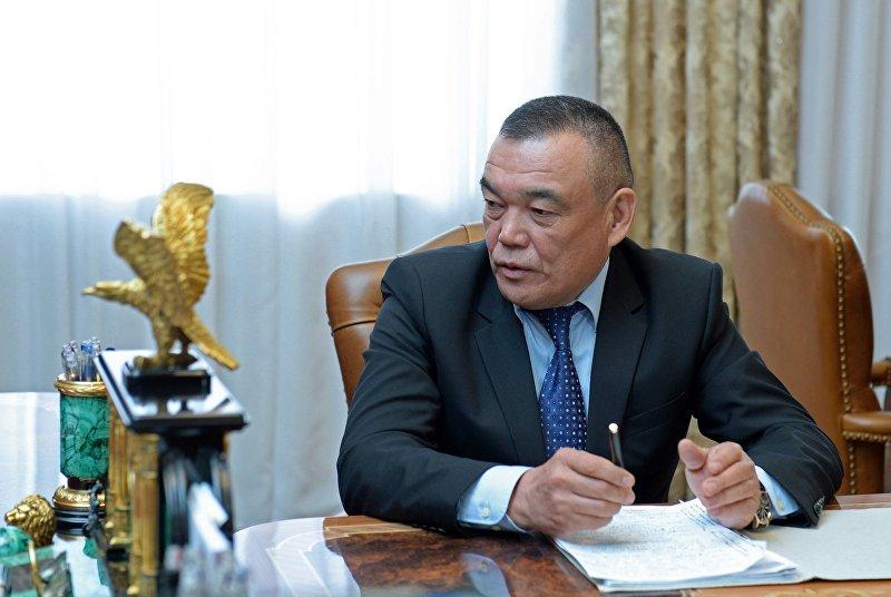 Президент Алмазбек Атамбаев принял мэра Джалал-Абада Салайдина Авазова