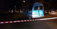 Бишкектеги Шабдан баатыр көчөсүндө Форумдун имаратынын жанында ала салган маршруттук такси