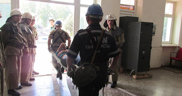 В филармонии имени Рыспая Абдыкадырова в Оше произошел пожар в рамках учений пожарных