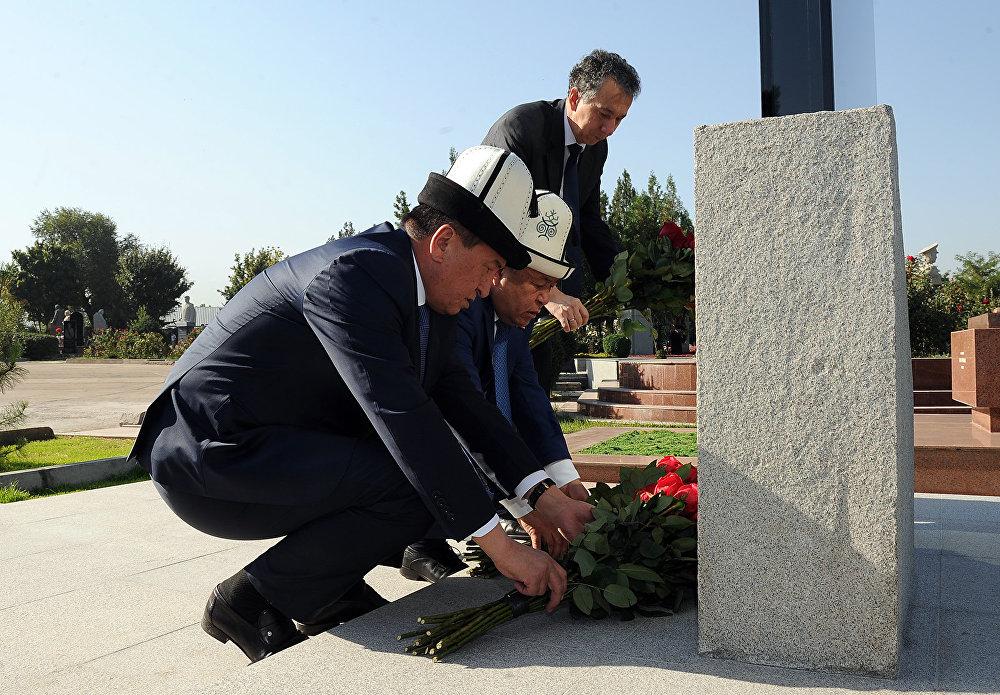 Церемония открытия памятника государственному и общественному деятелю, герою КР Турдакуну Усубалиеву