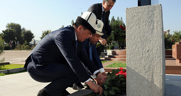 В открытии памятника принял участие премьер-министр Сооронбай Жээнбеков.