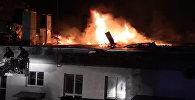 Спасатели МЧС тушили крупный пожар на складе в Москве. Кадры с места ЧП