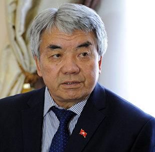 Маданият жана маалымат министри Түгөлбай Казаковдун архивдик сүрөтү