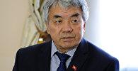 Архивное фото министра культуры, информации и туризма Туголбая Казакова