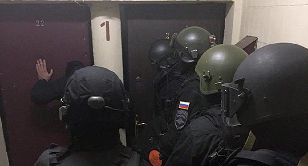 Сотрудники СОБР России во время задержания членов преступной группировки, выходцы из Кыргызстана, грабившие и вымогавшие деньги у своих соотечественников