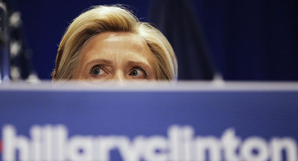 Доклад ФБР: Клинтон забыла в русском отеле секретный документ