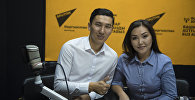 Комузист Назбек Кенчинбаев и скрипачка Нурайым Азыкбаева