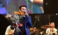 Архивное фото певца Кайрата Примбердиева, во время выступления