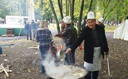 Ярославль шаарынын Юбилейный эс алуу, маданият паркындагы Кыргызстан маданият күнүнүн катышуучулары