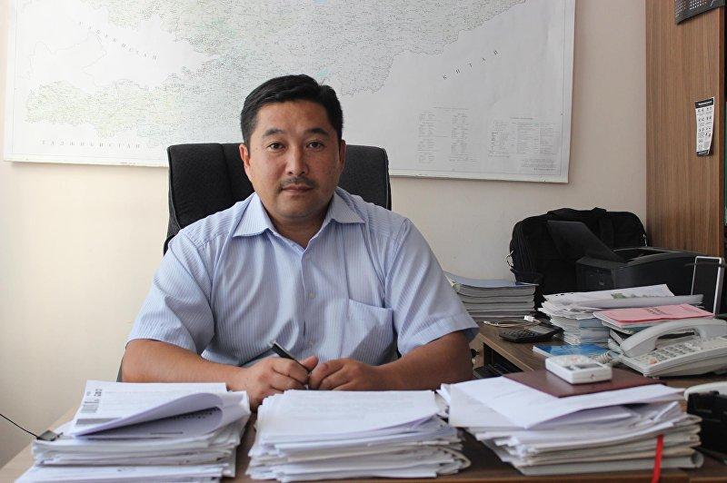 Архивное фото начальника группы реализации проектов ОАО НЭСК Рустанбека Раимкулова