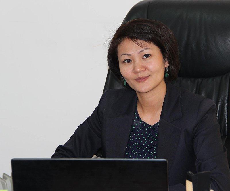 Руководитель пресс-службы ОАО Национальная электрическая сеть Кыргызстана (НЭСК) Эльзада Саргашкаева в рабочем кабинете