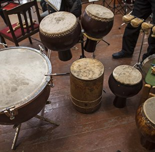 Кыргыздын музыкалык аспаптары. Архивдик сүрөт