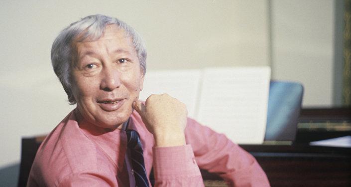 Композитор, дирижер, кыргыз классикалык музыкасынын тарыхындагы корифейлердин бири Калый Молдобасановдун архивдик сүрөтү
