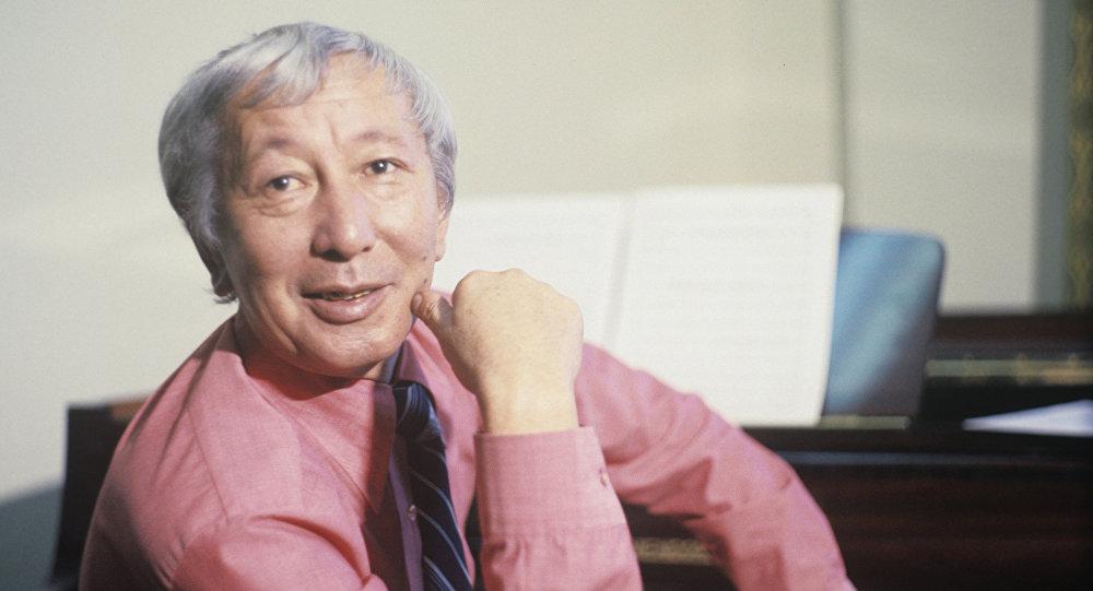 Залкар дирижер, улуу композитор, кыргыз классикалык музыкасынын тарыхындагы корифейлердин бири Калый Молдобасановдун архивдик сүрөтү