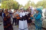 Баткенде кыргыздардан сырткары орус, өзбек, тажик, татар жана башка дагы улуттардын диоспараларынын маданияттарды жайылткан этнофестивалы