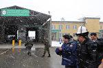 Премьер-министр Сооронбай Жээнбеков чек арадагы Торугарт өткөрүү пунктунун иши менен таанышты