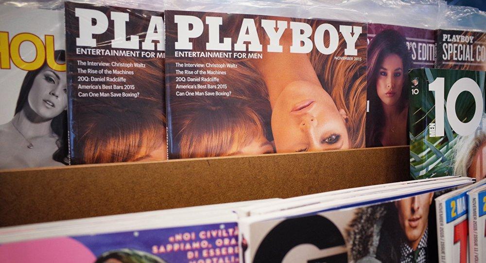 Архивное фото журнала Playboy на полке книжного магазина