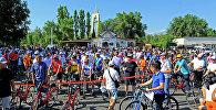 Архивное фото участников ежегодного велопробега в Бишкеке