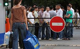 Архивное фото мигрантов в России
