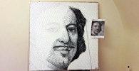 Кыргызстандык активист Азамат Жаналиев Россиянын Санкт-Петербург шаарында Петр Биринчинин портретин мык жана жип менен (стринг арт ыкмасы) тартты.