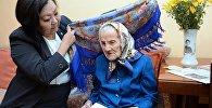 Представители Аппарата Президента поздравили их от имени Главы государства с праздником – Международным днем пожилых людей, пожелали им здоровья и счастья