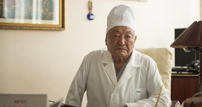 Даңазалуу хирург Мамбет Мамакеев