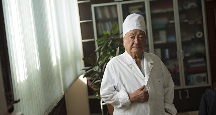 кадемик, доктор медицинских наук, герой КР Мамбет Мамакеев. Архивное фото