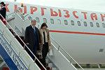 Кыргызстандын мурдагы президенти Алмазбек Атамбаев жубайы Раиса менен. Архив