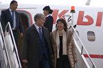 Президент Атамбаев 13 күндөн соң мекенине кайтты. Ажону биринчи айым коштоп келди