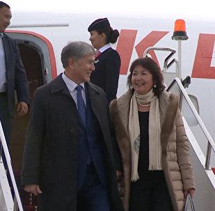 Эмоции Атамбаева в первые минуты возвращения в Кыргызстан