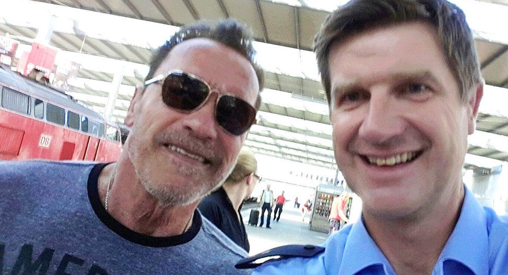 Шварценеггер получил выговор заезду навелосипеде повокзалу Мюнхена