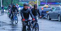 Горожане на традиционном ежегодном велопробеге в Бишкеке