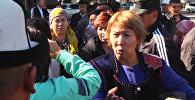 Ак үйдүн алдына келген митингчилер Атамбаев менен жолугууну талап кылышты