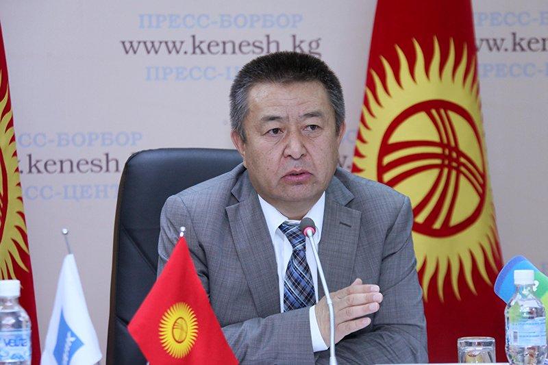 ЖК төрагасы Чыныбай Турсунбековдун архивдик сүрөтү