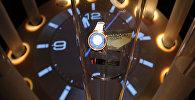 Электронные часы украшенная камнями Swarovski, архивное фото