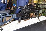 Снайперскую винтовку у выставочного стенда ADEX 2016 в Баку