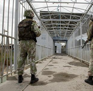 Узбекские пограничники на границе Кыргызстана и Узбекистана. Архивное фото