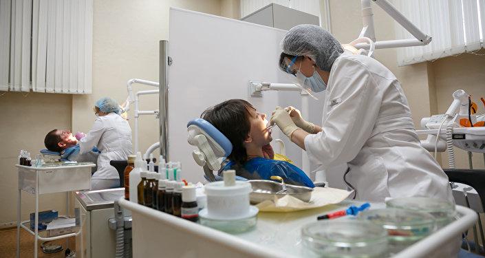 Стоматологдор. Архивдик сүрөт