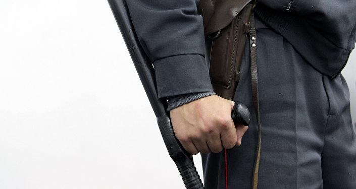 Сотрудник правоохранительного органа во время несения службы. Архивное фото