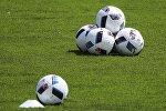 Газондогу футбол топтору, архивдик сүрөт