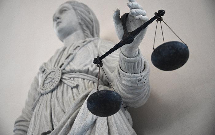 Статуя богини правосудия Фемиды в здании суда. Архивное фото